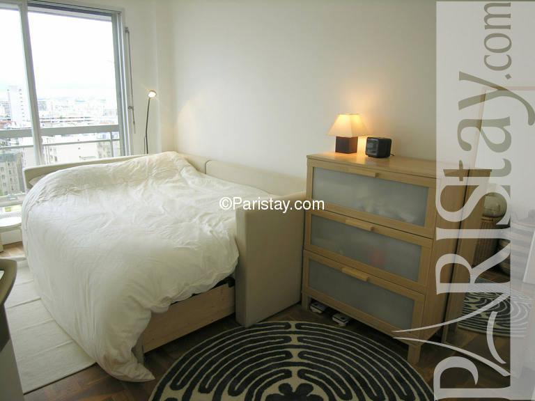 Paris location meubl e appartement type t2 leon frot 1bed for Chambre a coucher leon
