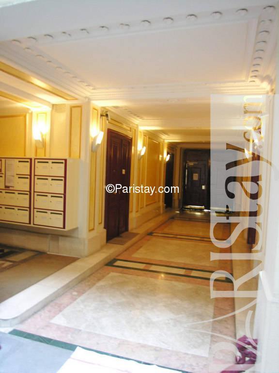 paris location meubl e appartement type t1 studio blanche. Black Bedroom Furniture Sets. Home Design Ideas