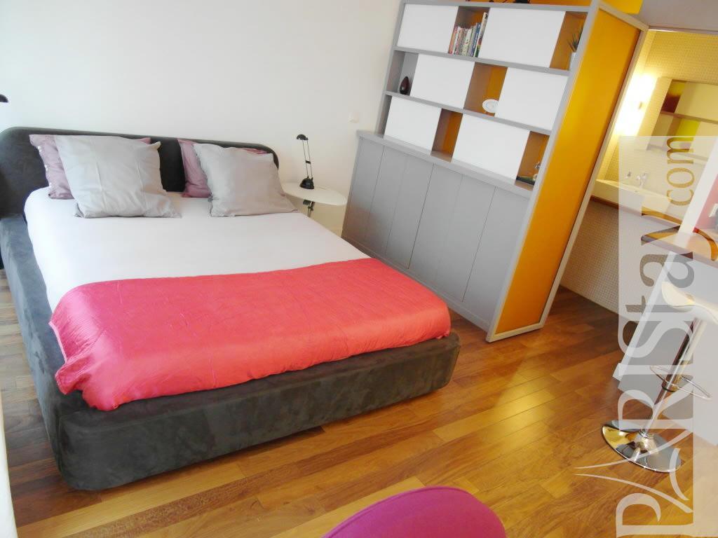 paris location meubl e appartement type t1 studio turenne style. Black Bedroom Furniture Sets. Home Design Ideas