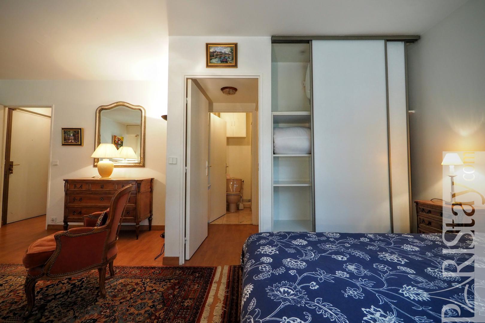 Paris location meubl e appartement type t1 studio malar for Chambre a coucher alma