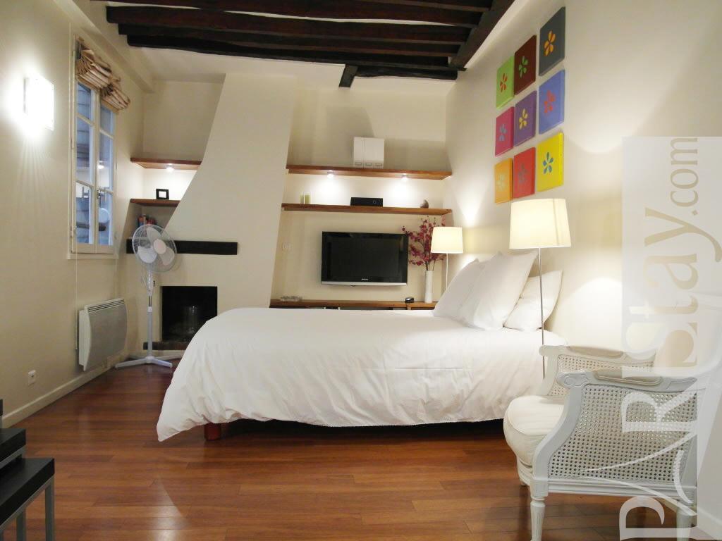 paris location meubl e appartement type t1 studio saint germain guisarde. Black Bedroom Furniture Sets. Home Design Ideas