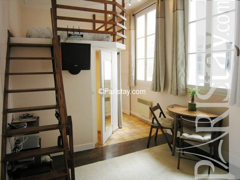 paris location meubl e appartement type t1 studio marais bretonnerie. Black Bedroom Furniture Sets. Home Design Ideas