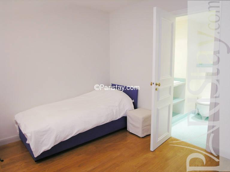 Paris location meubl e appartement type t3 grenelle 94 for Chambre a coucher 94