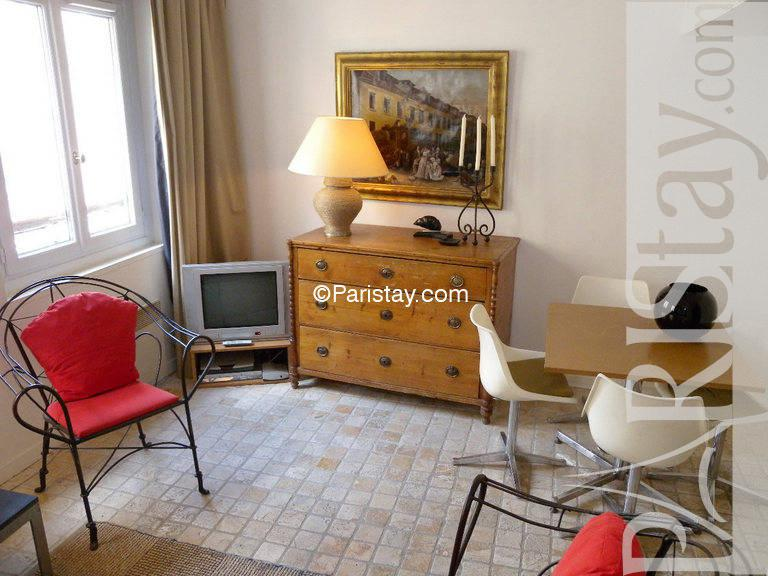 rent your furnished 1 bedroom apartment paris croissant on paristay
