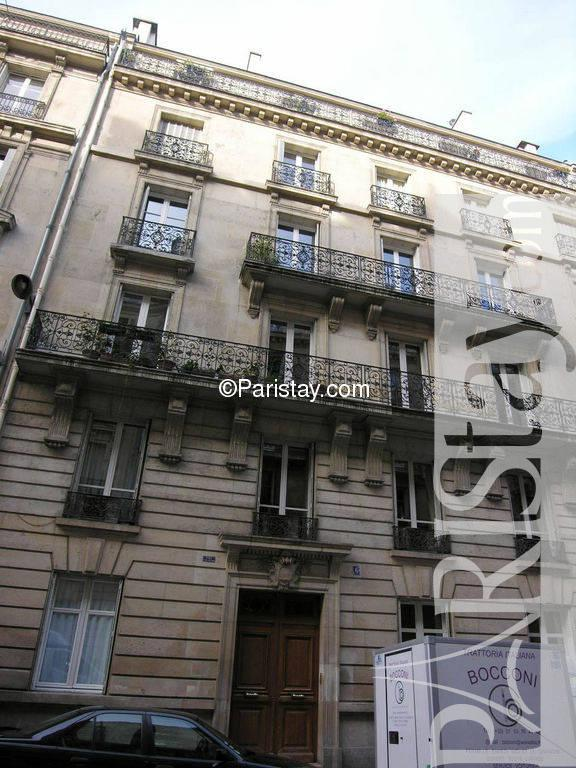 Paris location meubl e appartement type t2 saint philippe for Salon du batiment paris