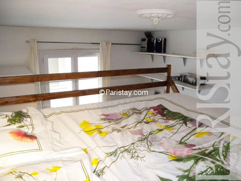 studio mezzanine paris rentals montparnasse 75014 paris. Black Bedroom Furniture Sets. Home Design Ideas