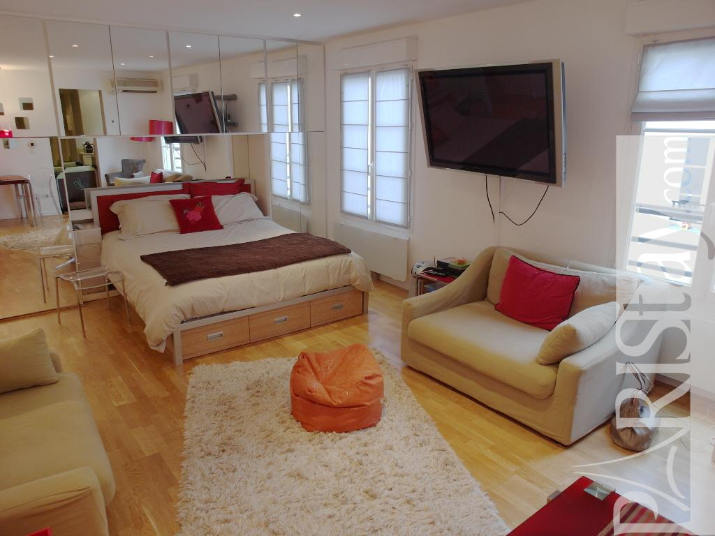 Palais royal furnished studio rental louvre 75001 paris for Furnished room