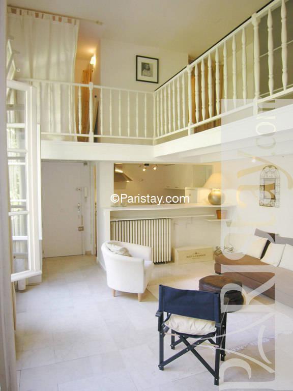 large studio mezzanine in paris le marais le marais 75004. Black Bedroom Furniture Sets. Home Design Ideas
