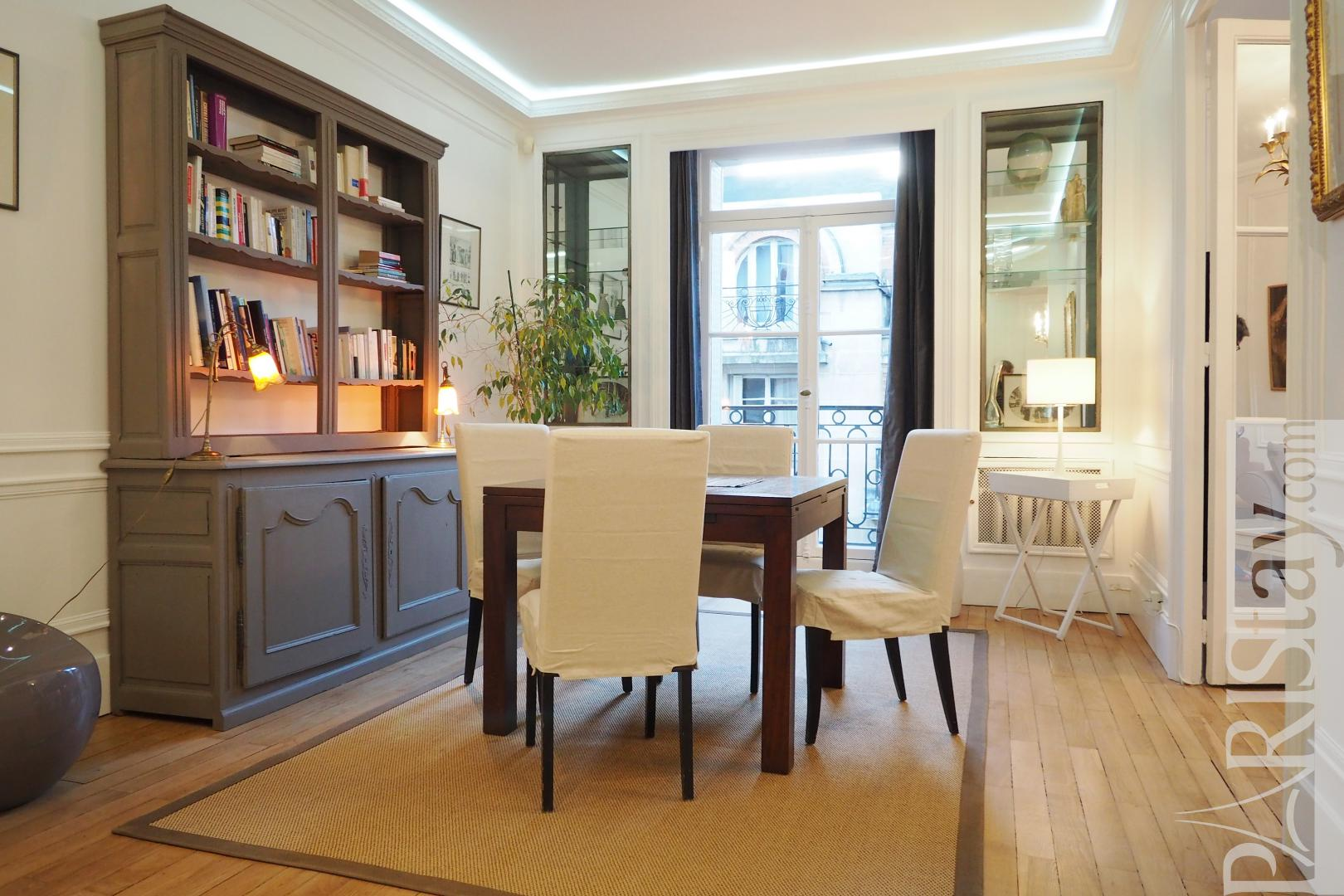 Living room. Duplex 2 bedroom apartment champs elysees Champs Elysees 75008 Paris