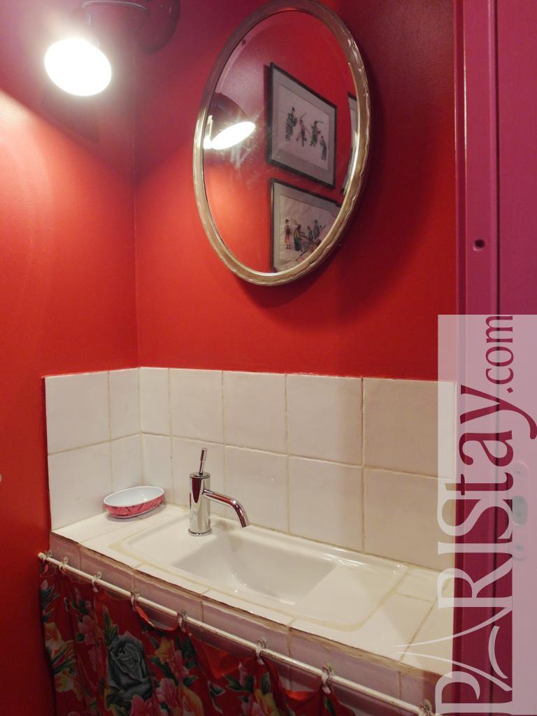 paris location meubl e appartement type t2 canal saint martin. Black Bedroom Furniture Sets. Home Design Ideas