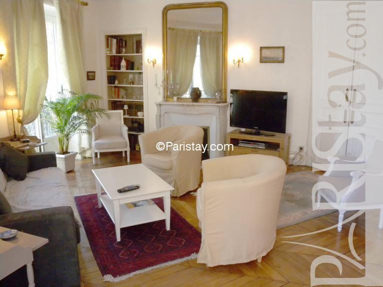 Three bedroom apartment for rent in paris 75010 paris for Living room 102