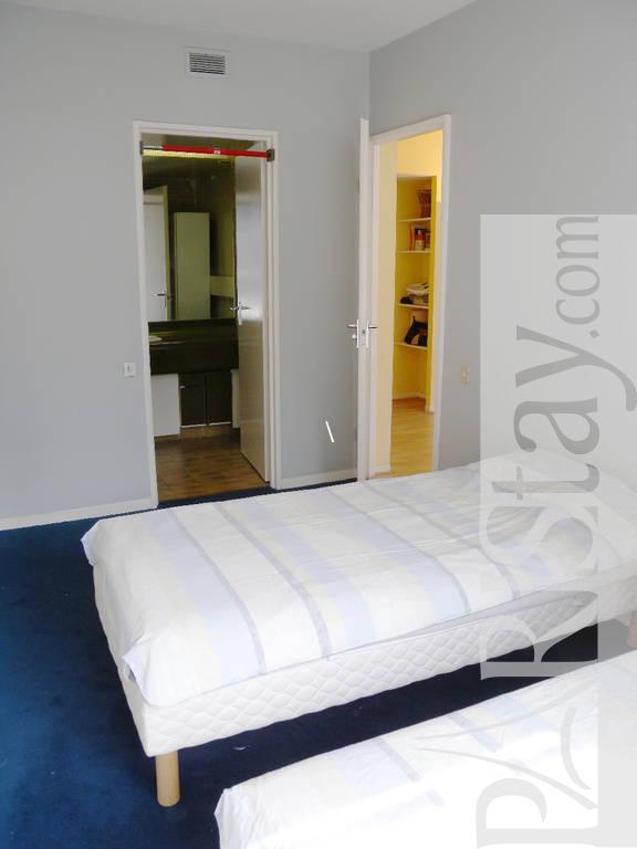 paris location meubl e appartement type t2 grenelle seine. Black Bedroom Furniture Sets. Home Design Ideas