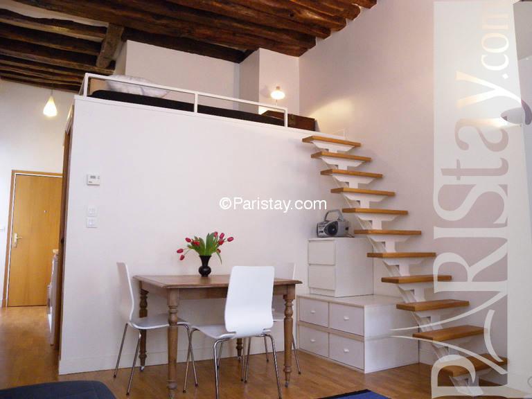 affordable furnished alcove studio paris apartment long. Black Bedroom Furniture Sets. Home Design Ideas