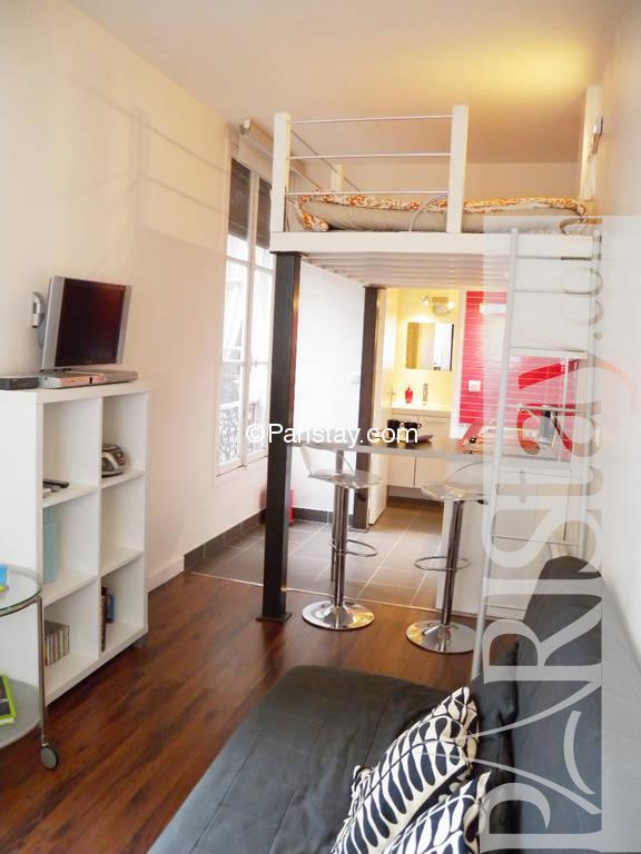 paris location meubl type t1 studio place des vosges. Black Bedroom Furniture Sets. Home Design Ideas
