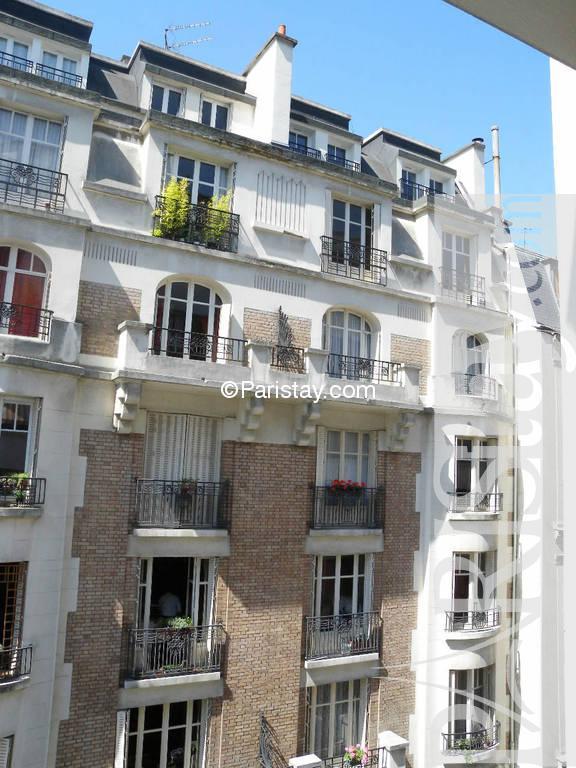 Paris location meubl e duplex type t3 alasseur eiffel duplex for Duplex appartement paris