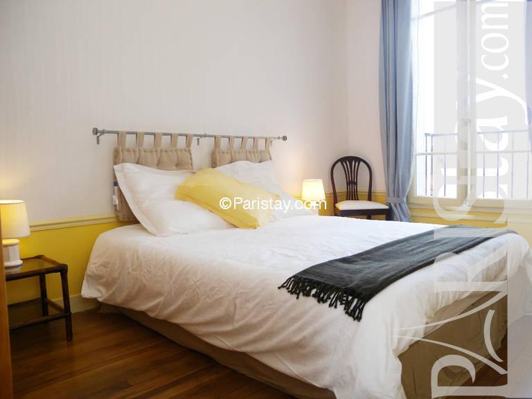 Bedroom. 3 bedroom luxury apartment vacation Jardin du Luxembourg 75005 Paris