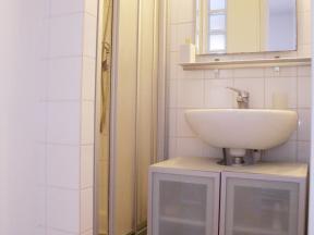 louer un appartement paris quartier pigalle. Black Bedroom Furniture Sets. Home Design Ideas