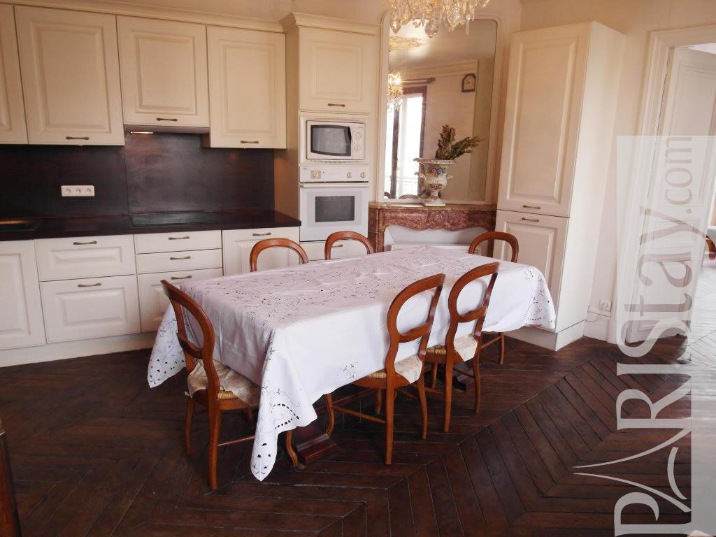 Paris location meubl e appartement type t2 turbigo marais for Salle a manger 1920