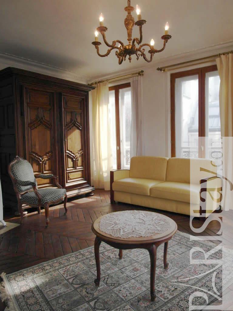 paris location meubl e appartement type t2 turbigo marais. Black Bedroom Furniture Sets. Home Design Ideas