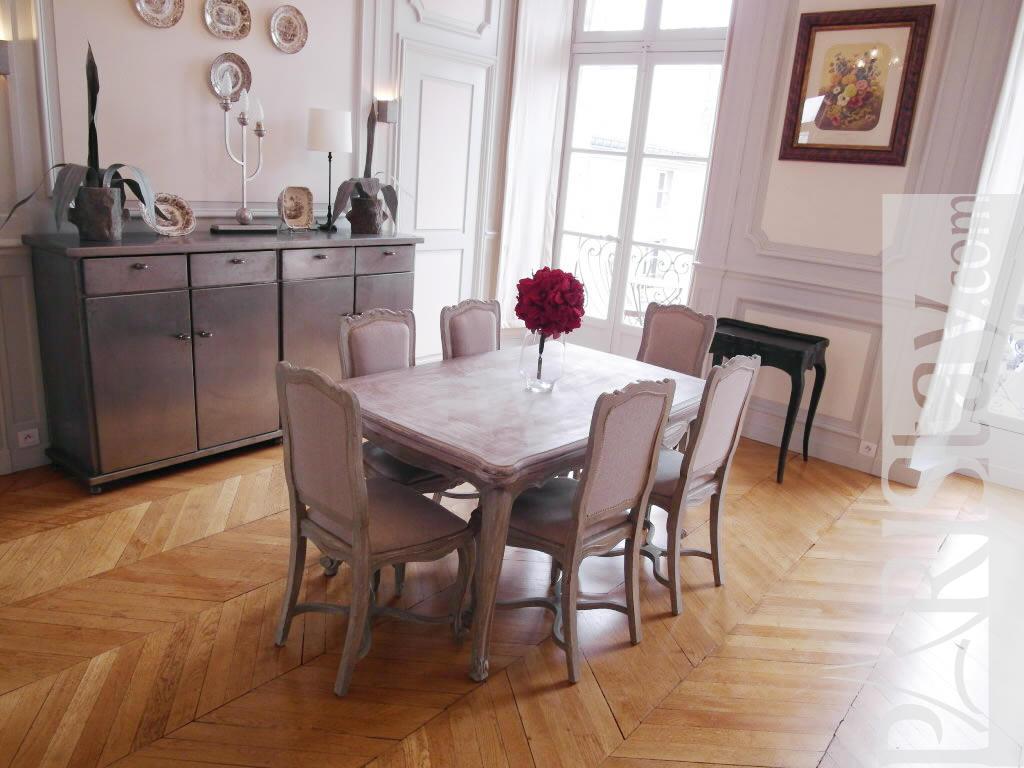 Paris location meubl e appartement type t4 place des for Salle a manger 1920