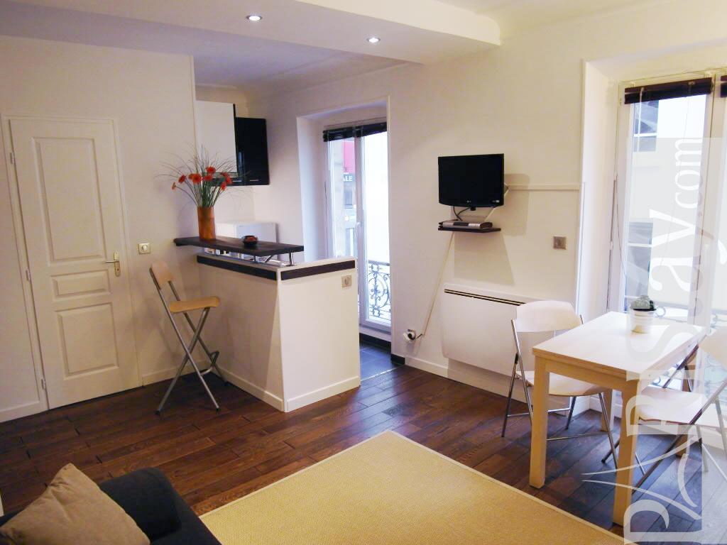 paris location meubl e appartement type t1 studio place. Black Bedroom Furniture Sets. Home Design Ideas
