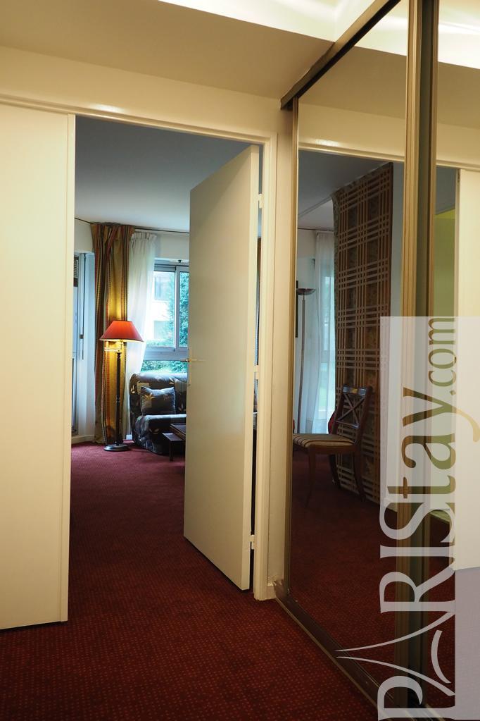 Long term paris rentals tour eiffel 75007 paris for Alcove studio