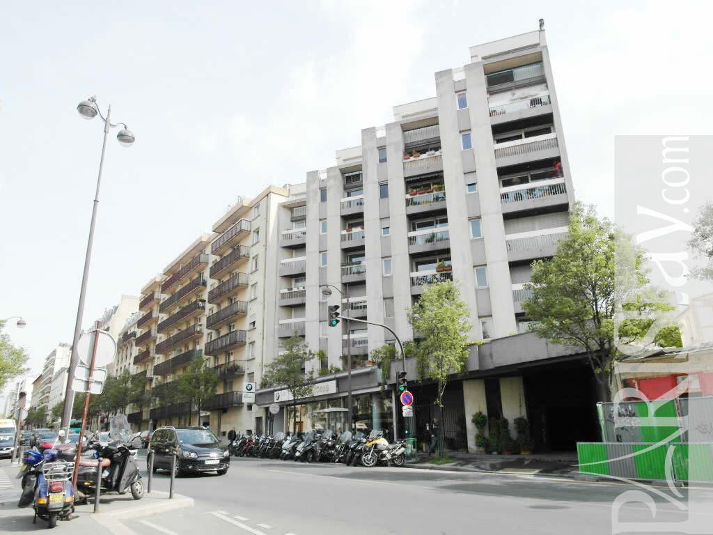 Paris location meubl e appartement type t1 studio for Appartement paris location