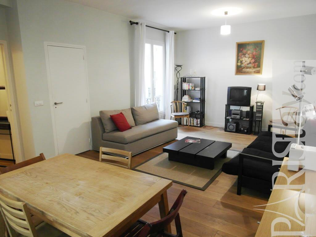 Paris location meubl e appartement type t2 du four one bedroom for Salon du batiment paris