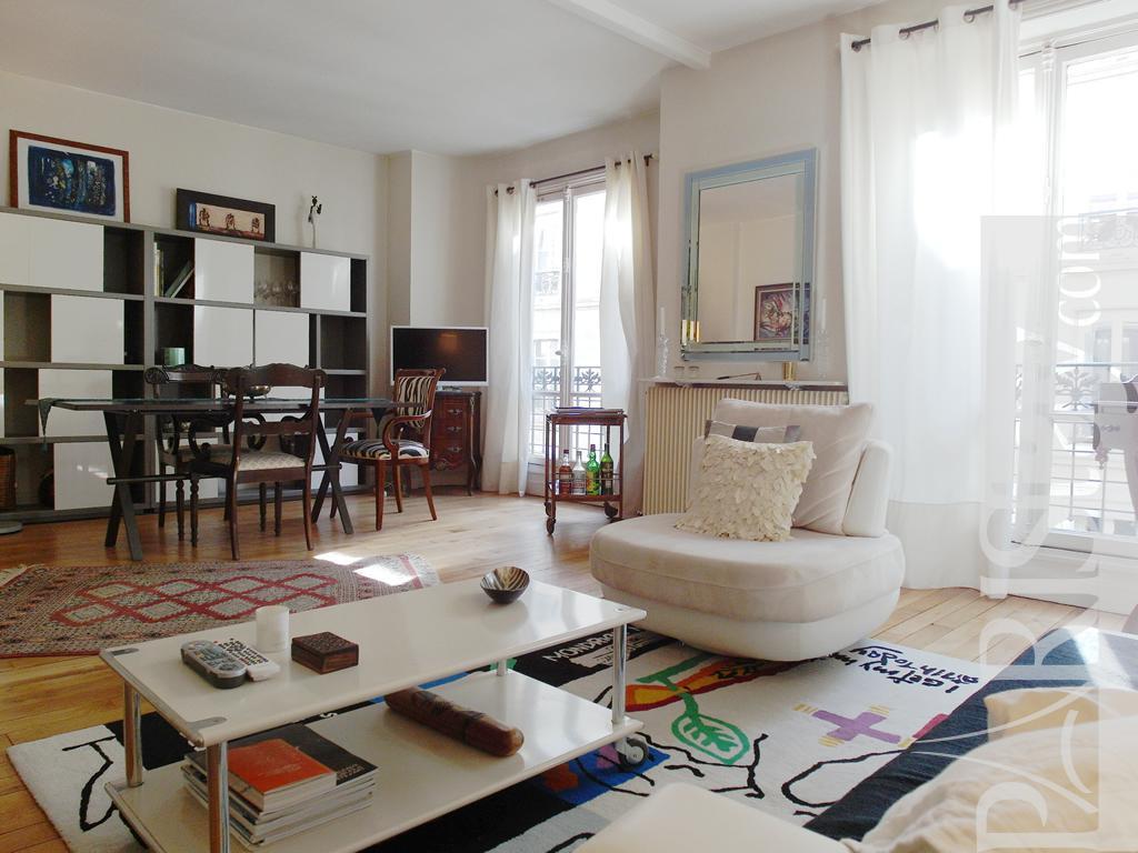 Living Room And Bedroom In One 1 Bedroom Flat Short Term Rental St Germain Des Pres 75007 Paris
