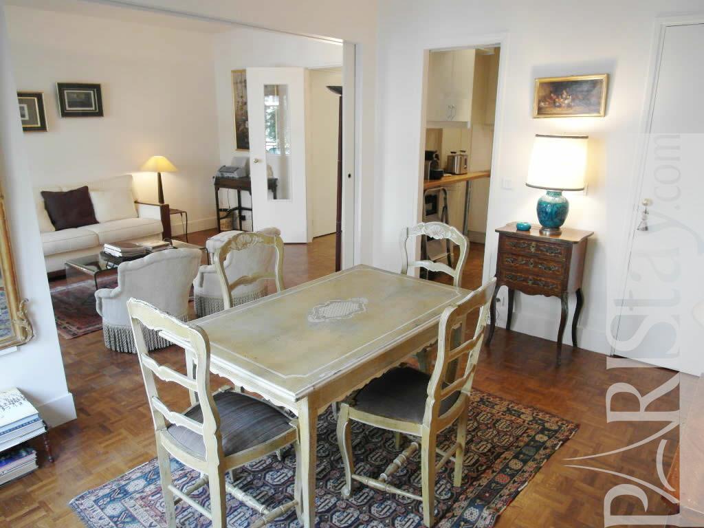 Paris location meubl e appartement type t2 raspail classic for Salle a manger 1920