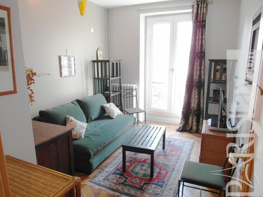 2 bedrooms apartment long term rentals paris les halles 75001 paris. Black Bedroom Furniture Sets. Home Design Ideas