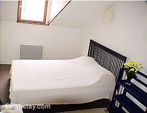 Paris location meubl e appartement type t2 augereau for Chambre a coucher alma