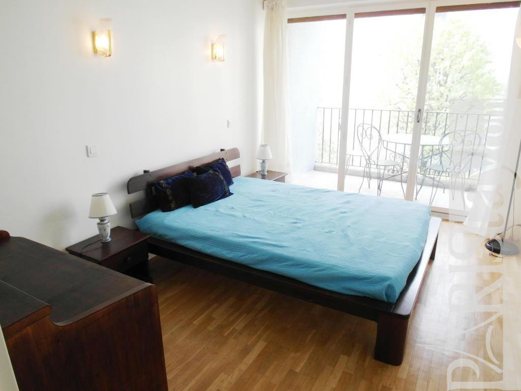 paris location meubl e appartement type t2 friant balcony. Black Bedroom Furniture Sets. Home Design Ideas