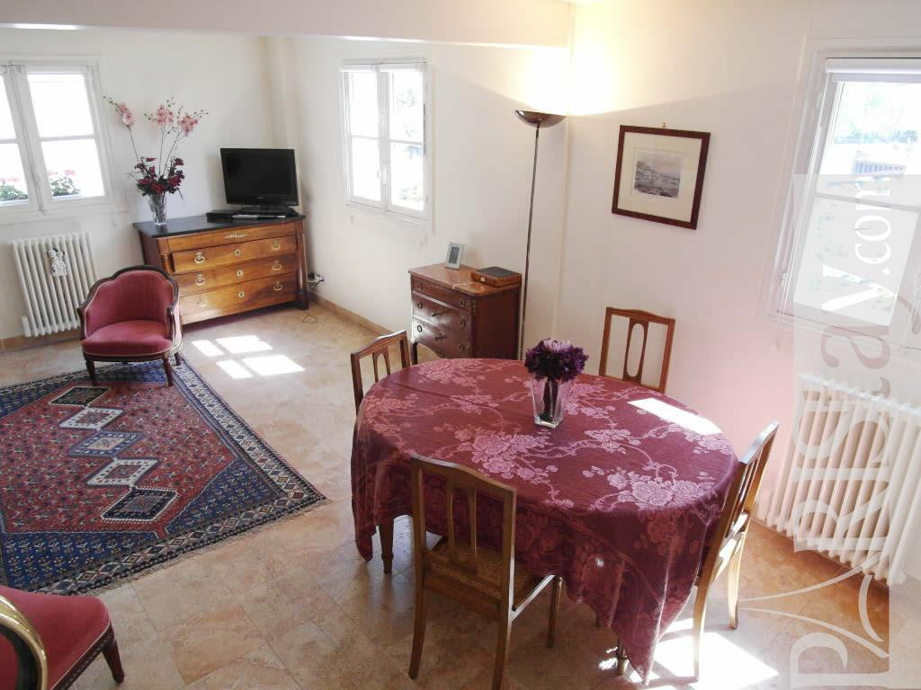 paris apartment long term rental saint michel 75005 paris. Black Bedroom Furniture Sets. Home Design Ideas