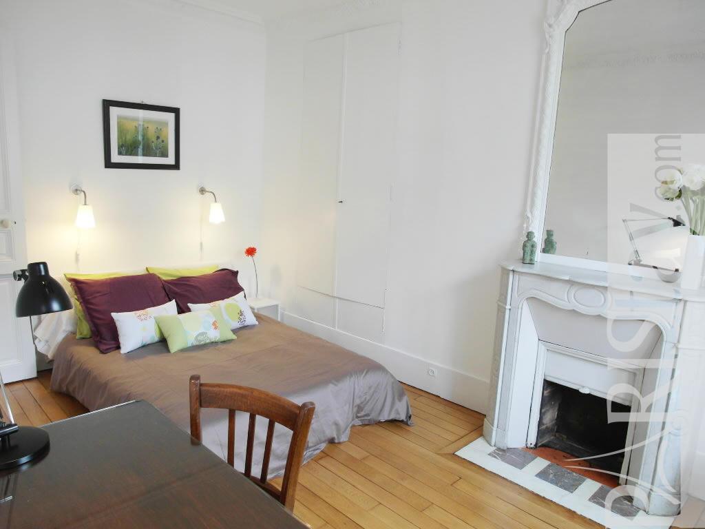 Paris location meubl e appartement type t2 cosy monge for Chambre a coucher cosy