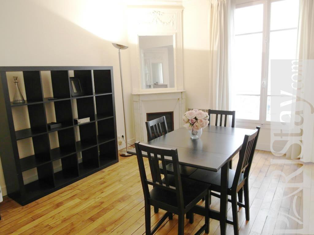 Paris location meubl e appartement type t2 republique lachaise for Salle a manger 1920