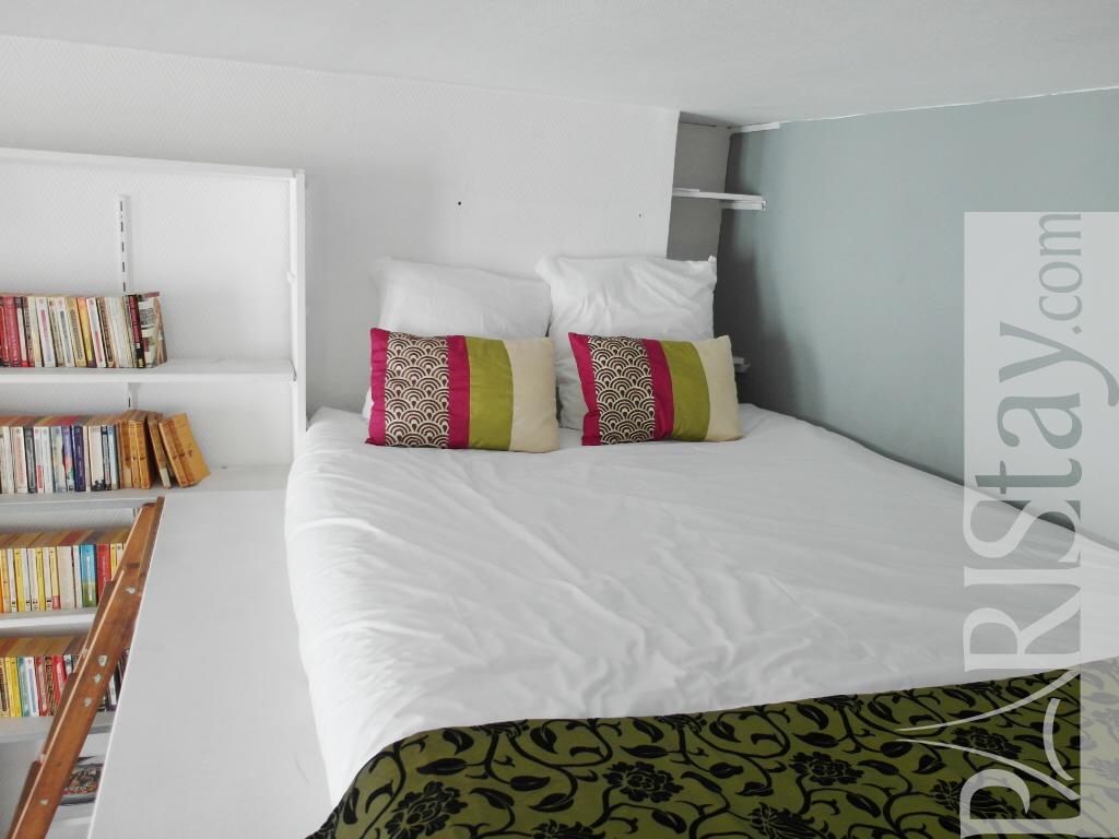 Mezzanine Sleeping Area long term rental paris le marais 75003 paris