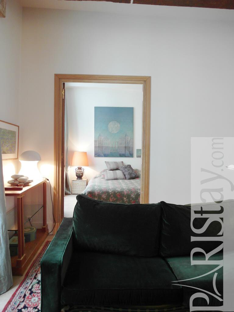paris location meubl e appartement type t2 henri 4 le marais. Black Bedroom Furniture Sets. Home Design Ideas