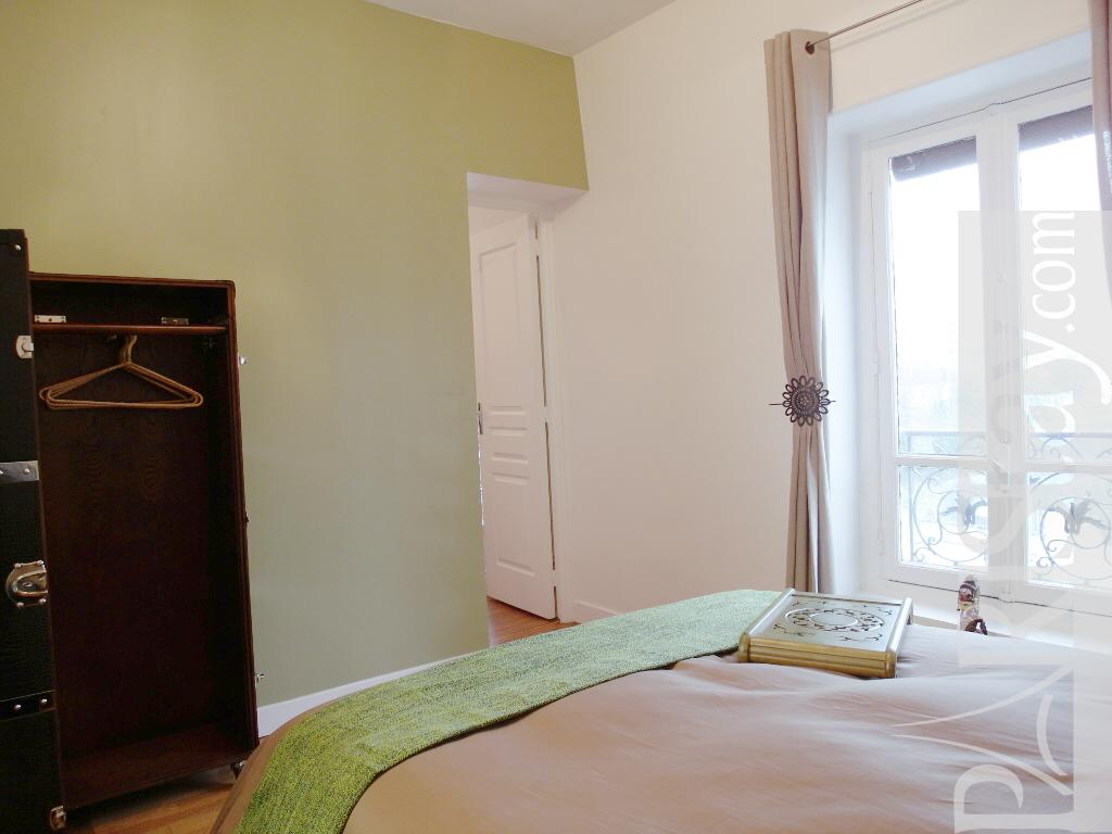 #190E08 Paris Location Meublée Appartement Type T2 Cosy Daumesnil 3351 tres petite chambre à coucher 1024x768 px @ aertt.com