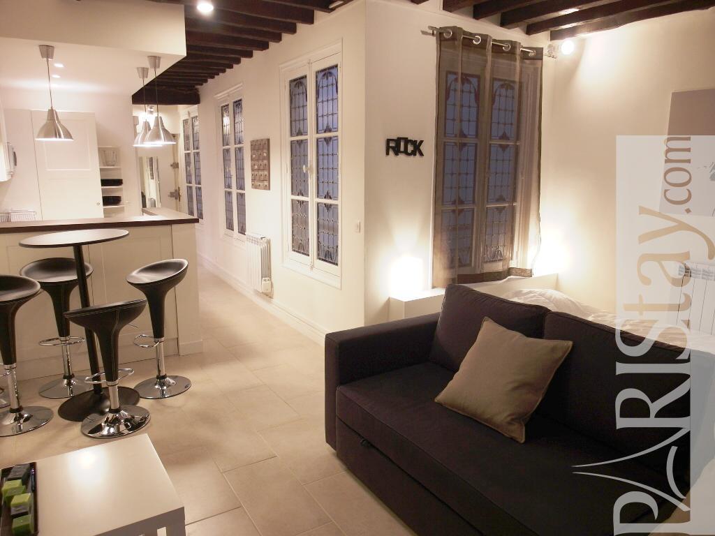 Long Term Renting Temple Beaubourg Studio Apartment Le Marais 75003