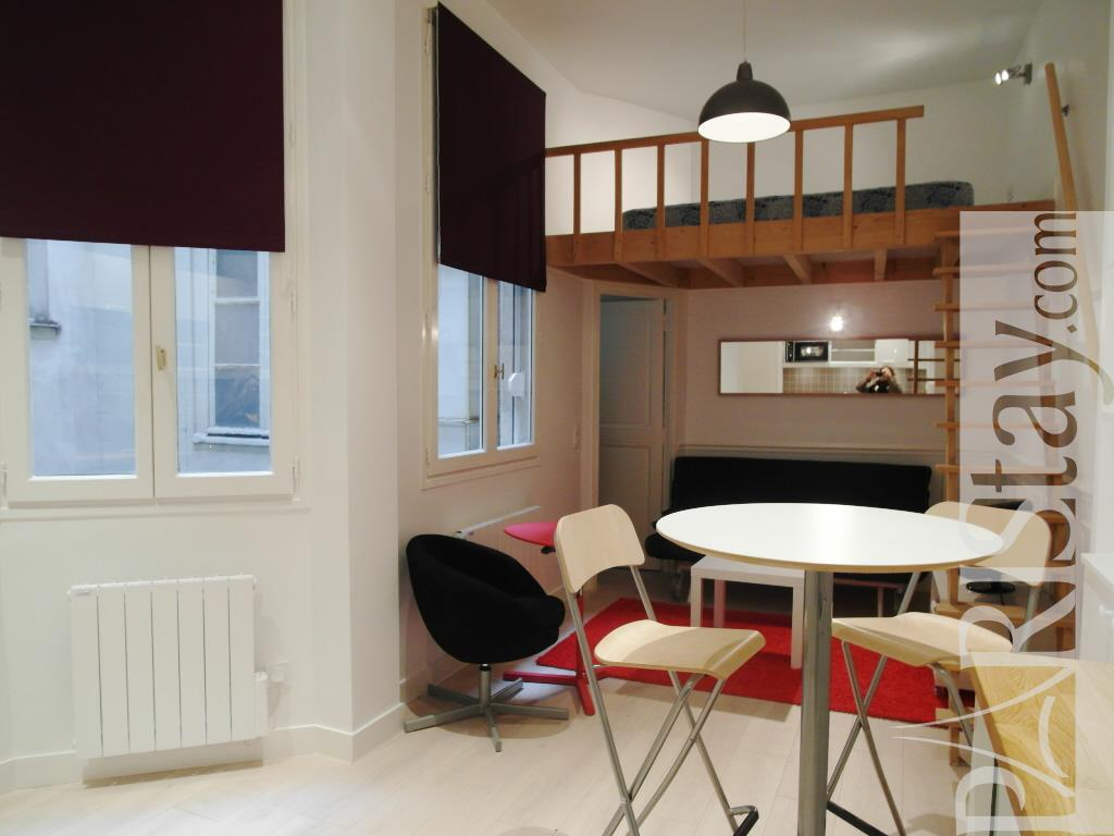 studio in paris for a long term rental palais royal 75001. Black Bedroom Furniture Sets. Home Design Ideas