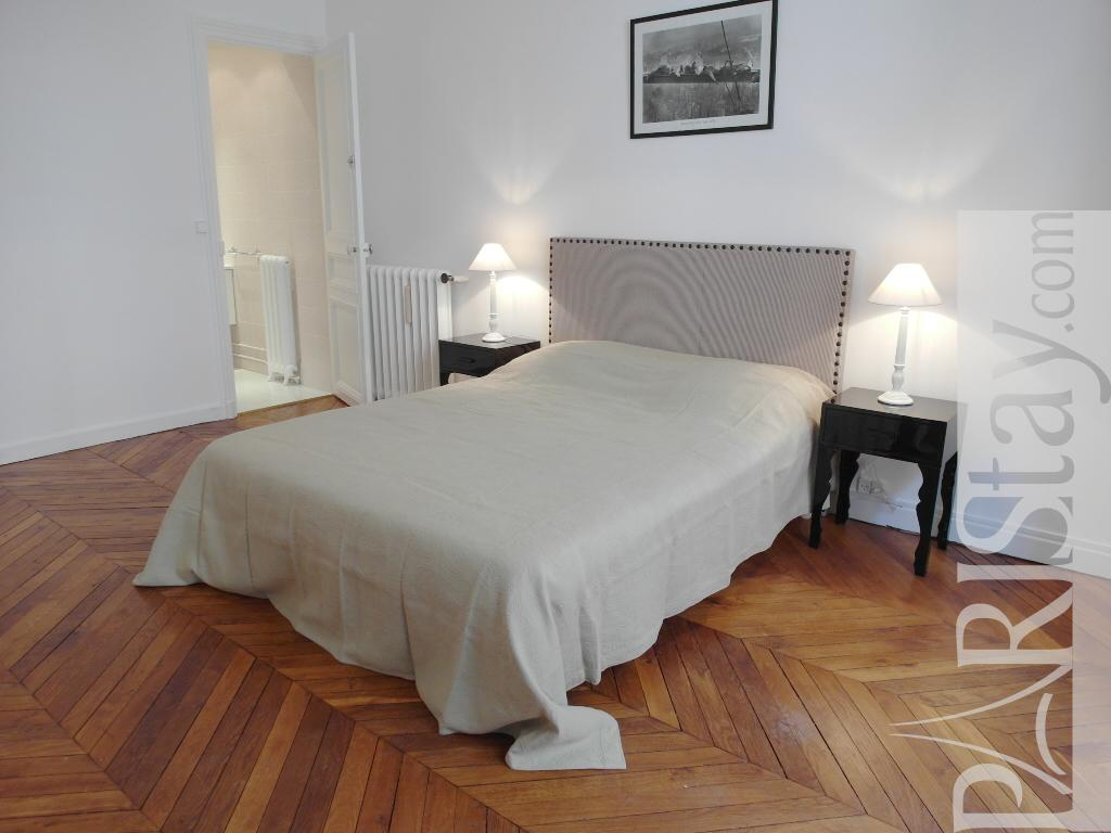 Paris location meubl e appartement type t3 passy zede chic for Chambre a coucher classique chic