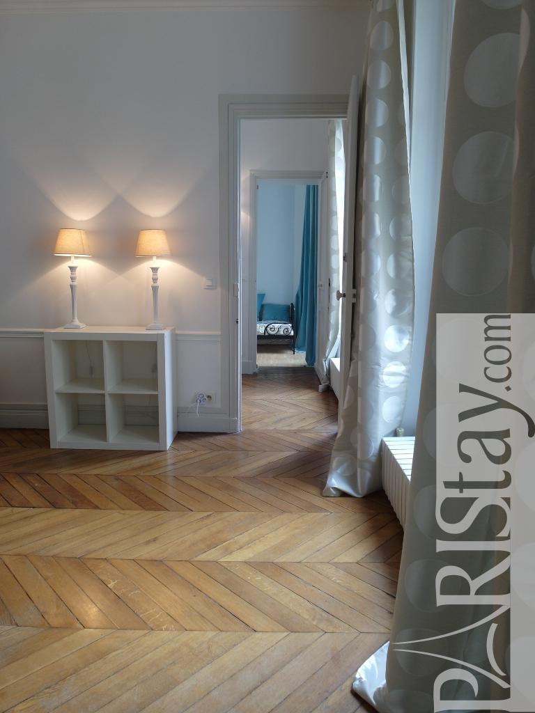 paris location meubl e appartement type t3 la bruyere henner. Black Bedroom Furniture Sets. Home Design Ideas