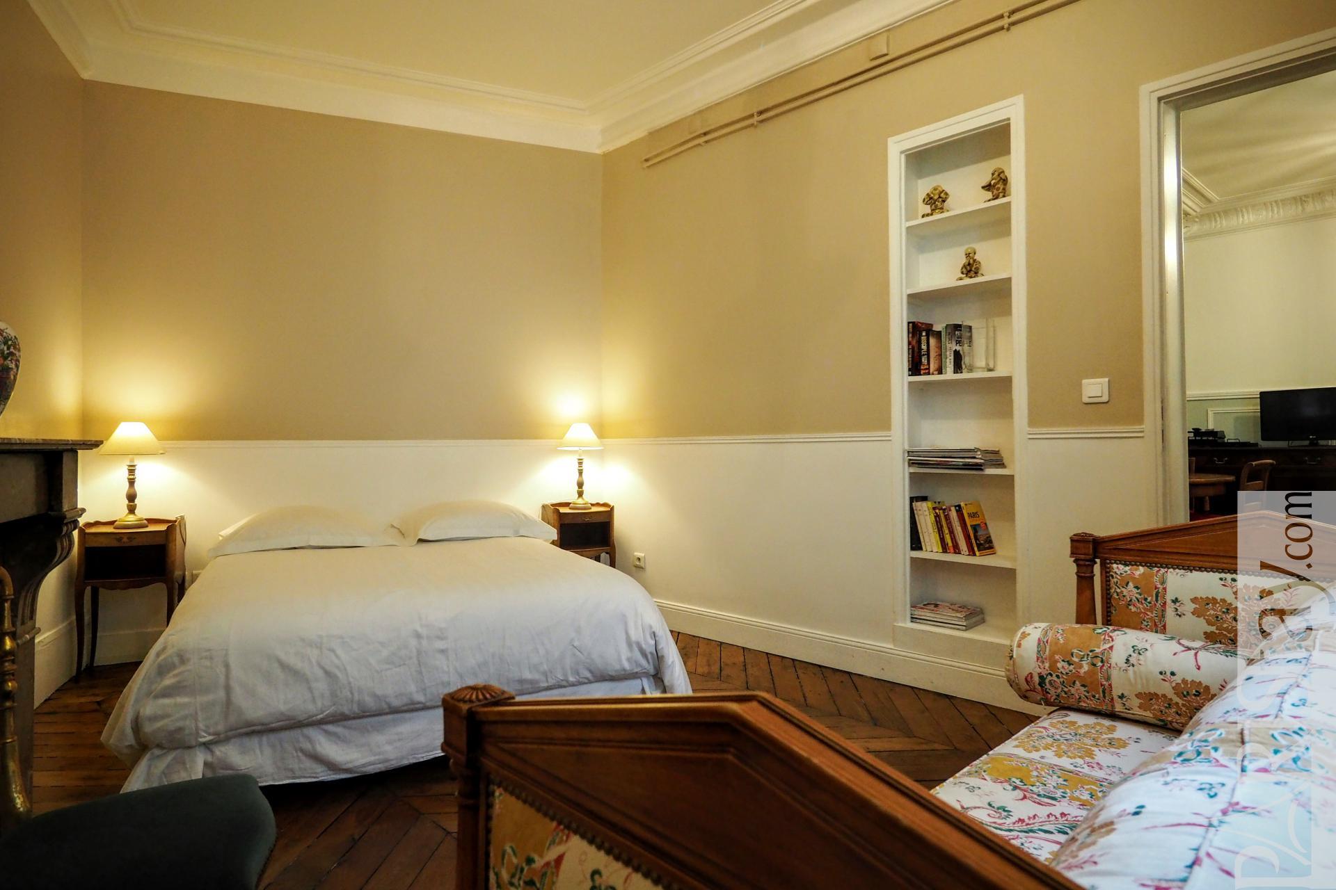 chambre a coucher in english pr l vement d 39 chantillons et une bonne id e de. Black Bedroom Furniture Sets. Home Design Ideas