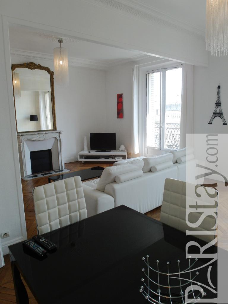 Furnished apartment rental in paris montorgueil 75001 paris for Furnished room