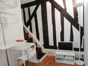 Apartments rental Paris near Filles du Calvaire metro station line M8