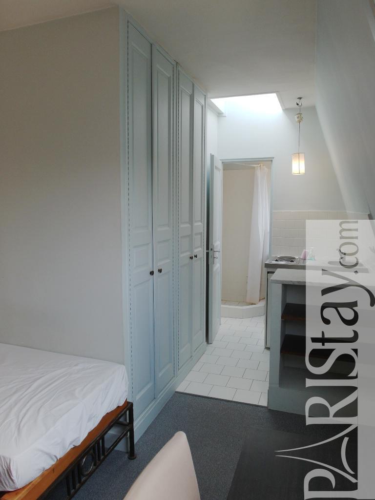 paris location meubl e type t1 etudiant studio solferino studette. Black Bedroom Furniture Sets. Home Design Ideas