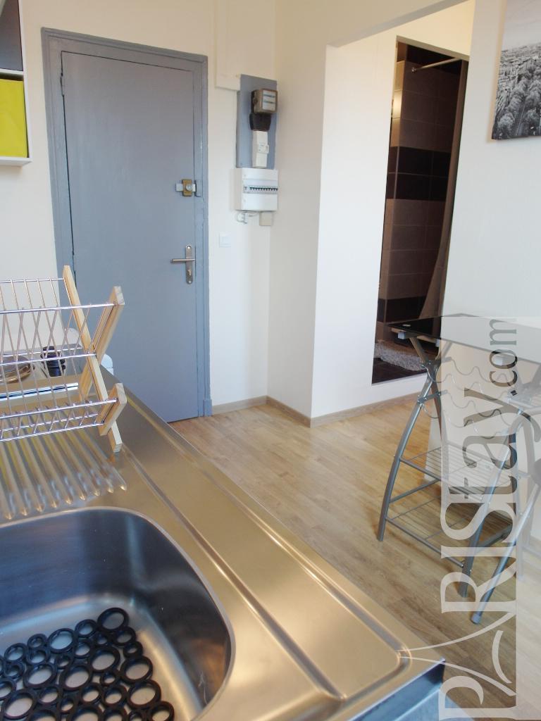 Paris studio rental haussman grands magasins 75008 paris for Studio apartments in rome