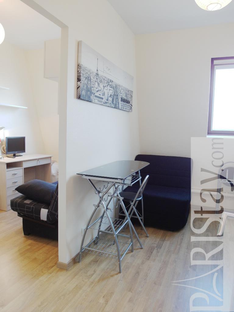 location appartement rome longue dur e. Black Bedroom Furniture Sets. Home Design Ideas