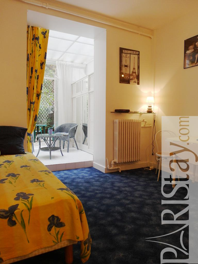 Paris studio apartment rental Haussman, Grands magasins ...
